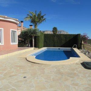 VP51 Chalet en venta en Gata de Gorgos con 3 dormitorios y piscina.