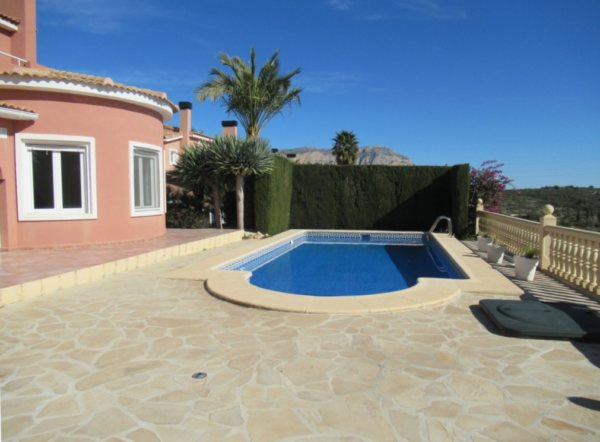 VP51 Chalet en venta en Gata de Gorgos con 3 dormitorios y piscina. - Foto