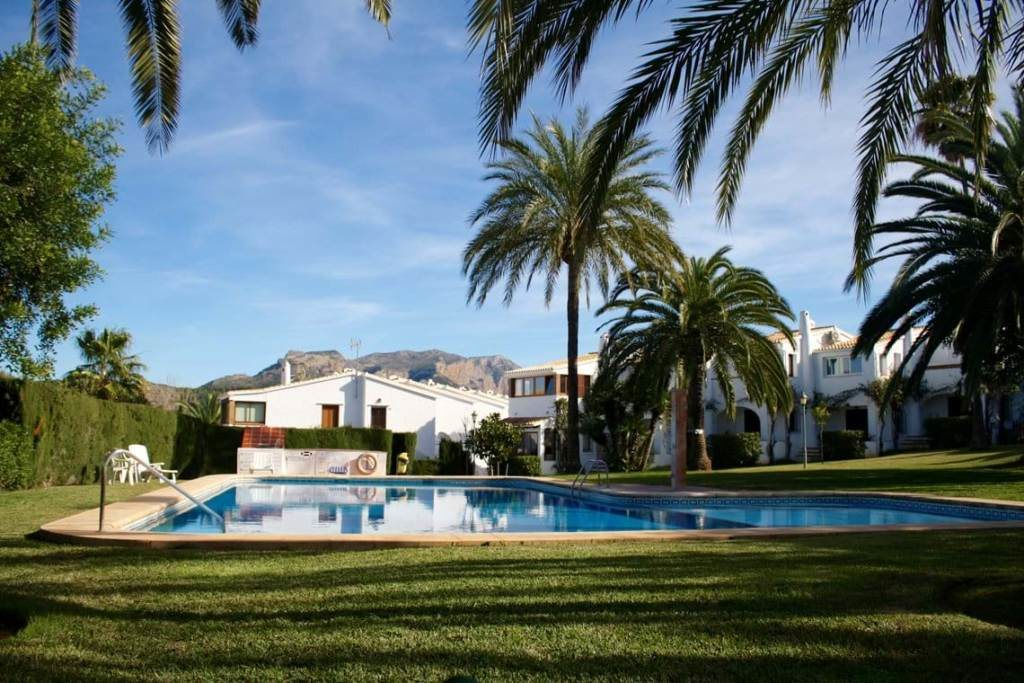 B30 Bungalow for sale in La Sella golf with communal pool and gardens, alicante, Spain - Property Photo 2