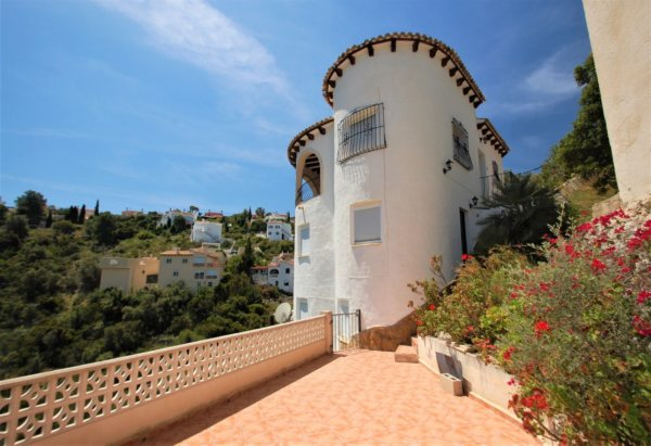X-3153 Villa in Pedreguer with 3 Bedrooms - Photo