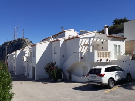 B5 Bungalow for sale in Pedreguer with sea views and communal pool - Photo