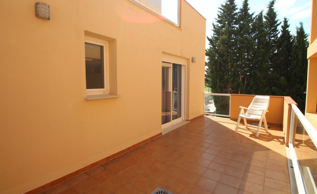 X-8895 Apartment in DéNia with 2 Bedrooms - Property Photo 3