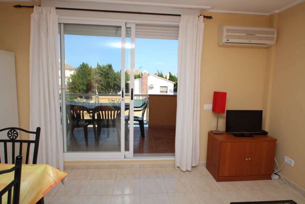 X-8895 Apartment in DéNia with 2 Bedrooms - Property Photo 7