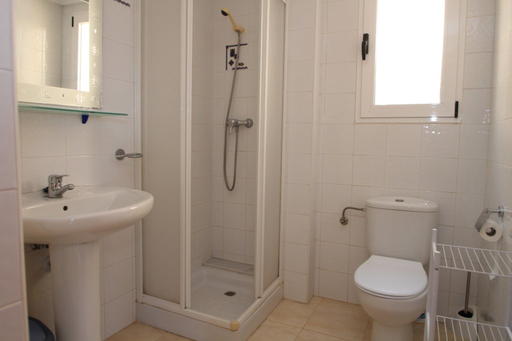X-8895 Apartment in DéNia with 2 Bedrooms - Property Photo 14