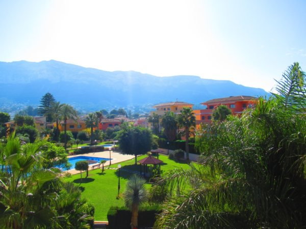 A33 Apartment for sale in Denia with mountain views and communal pool - Photo