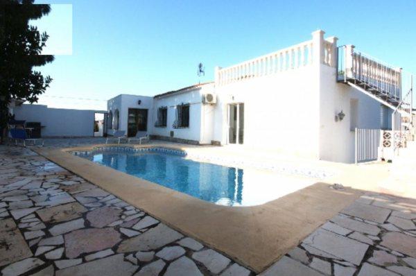 VP72 Chalet en venta en Denia con vistas al mar y montaña, España - Foto