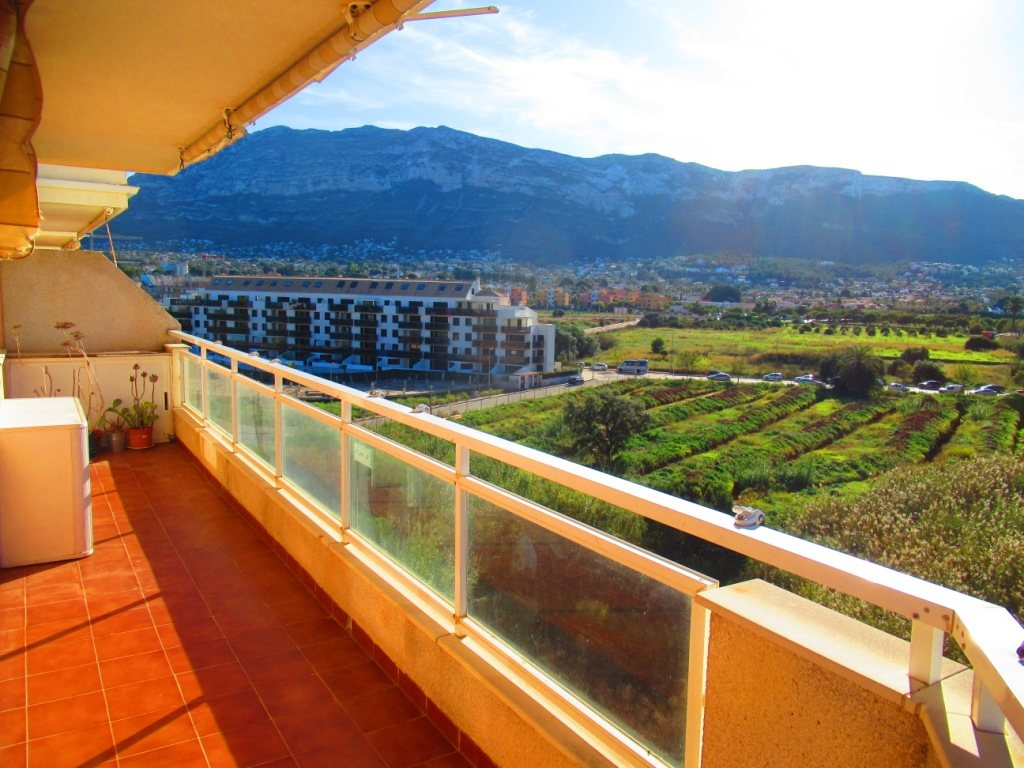 P16 Town flat for sale in Denia Port area with 3 bedrooms and mountain views - Property Photo 1
