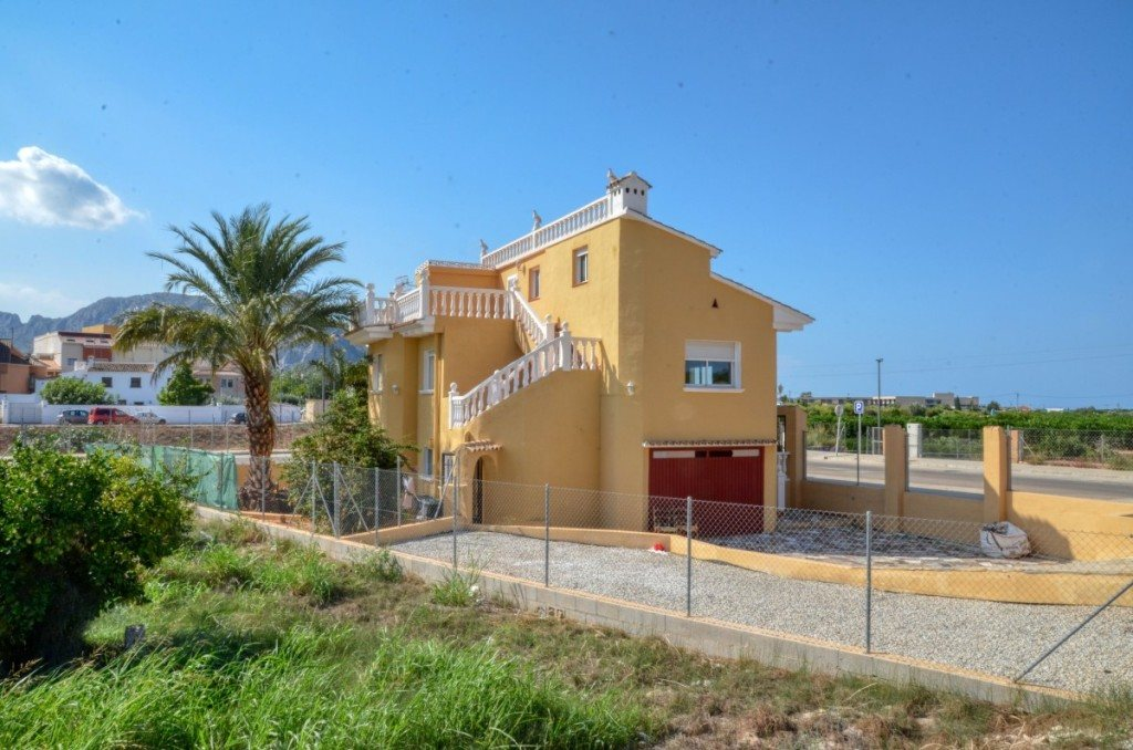 V16 Villa for sale with guest accomodation in Ondara, Alicante Spain. - Property Photo 1