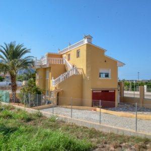 V16 Villa zum Verkauf mit Gästezimmern in Denia, Ondara, Alicante, Spanien.