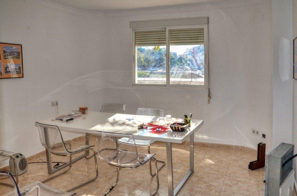 V16 Villa zum Verkauf mit Gästezimmern in Denia, Ondara, Alicante, Spanien. - Objektbild 8