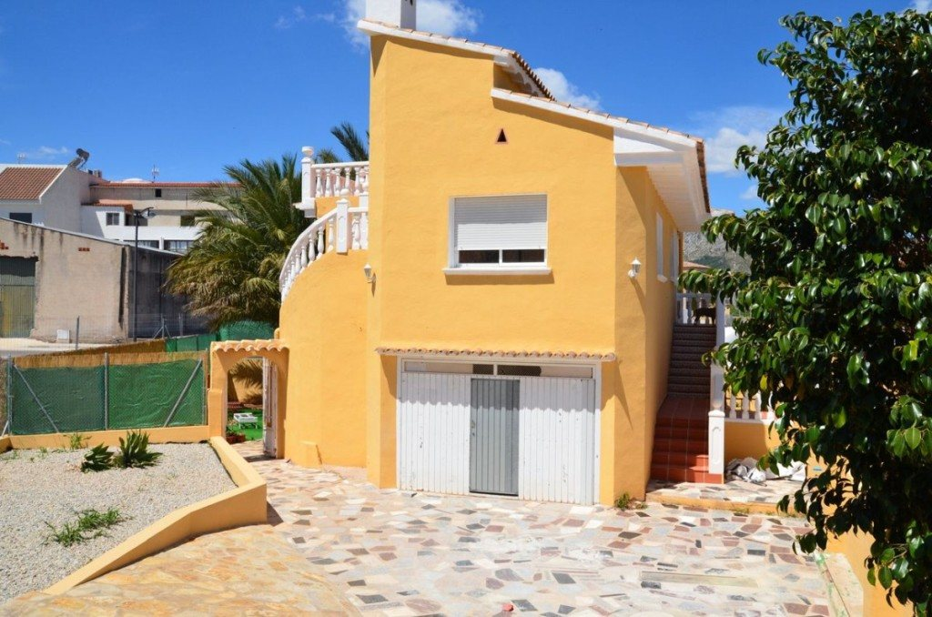 V16 Villa for sale with guest accomodation in Ondara, Alicante Spain. - Property Photo 2