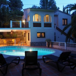 VP75 Villa for sale in Denia with pool and guest accomodation