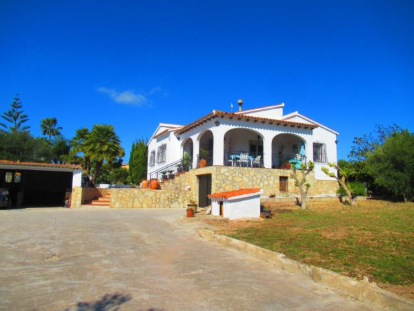 V17  Villa for sale in Ondara with 3 bedrooms and large plot of land - Photo