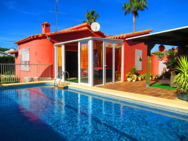 VP14 Villa for sale in Denia with 3 bedrooms and pool in Spain - Photo