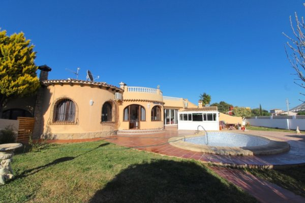 VP95 Villa for sale in La Xara (Denia area) with large plot and pool - Photo