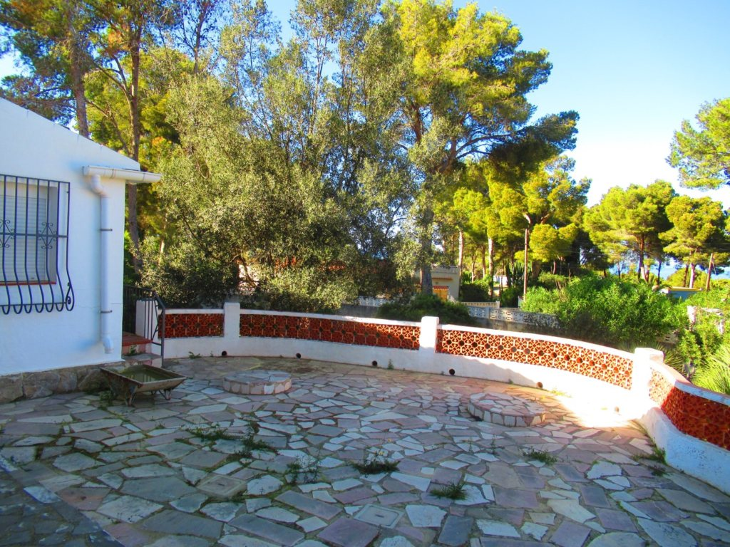 V24 Villa for sale in Denia with 3 bedrooms sea and mountain views - Property Photo 2