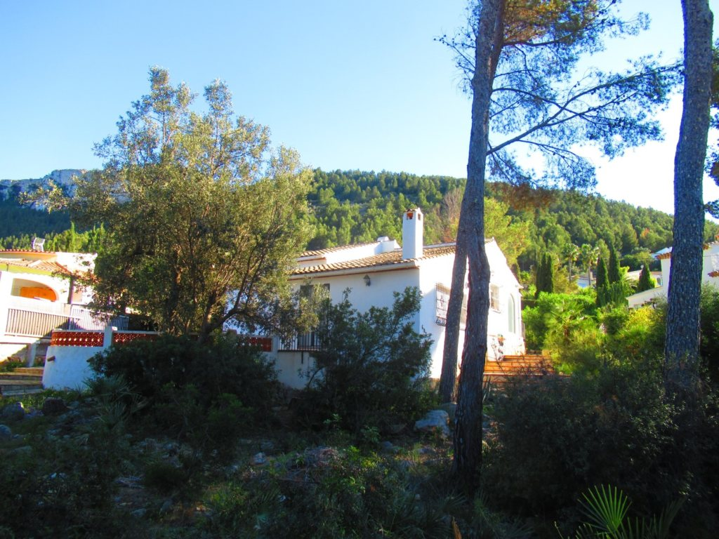V24 Villa for sale in Denia with 3 bedrooms sea and mountain views - Property Photo 4