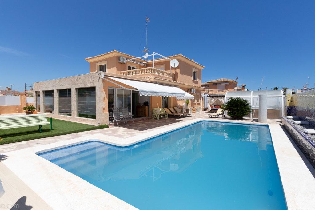 8851 - Villa / House in Els Poblets