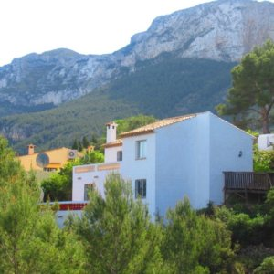 V25 Villa for sale in Denia with 3 bedrooms and sea views