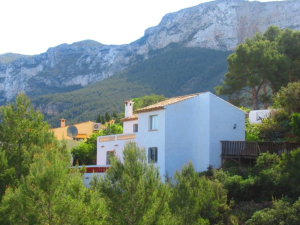 V25 Villa for sale in Denia with 3 bedrooms and sea views - Photo