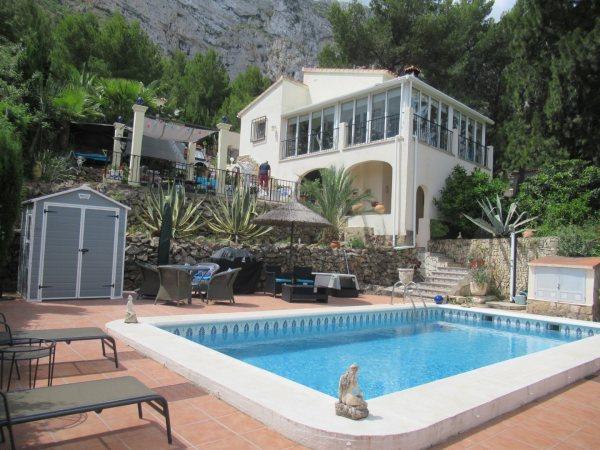 VP42 Chalet en venta en Denia con piscina y vistas al mar en España - Foto