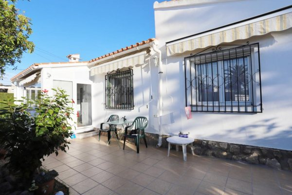 X-816 Villa in Els Poblets with 2 Bedrooms - Photo