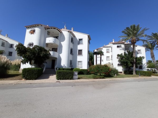 A19 Beach apartment for sale in Denia with communal pool and gardens - Photo