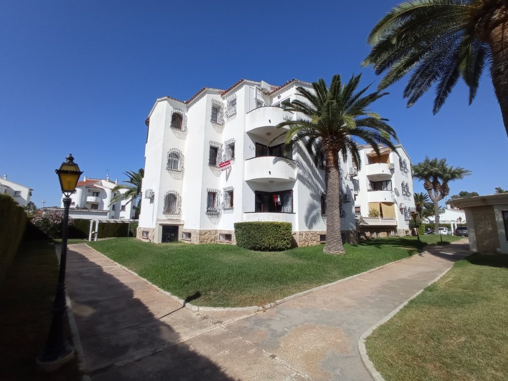 A19 Beach apartment for sale in Denia with communal pool and gardens - Property Photo 2