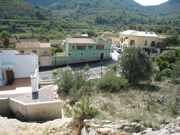 X-DV67 Plot Land in Llosa De Camacho - Photo