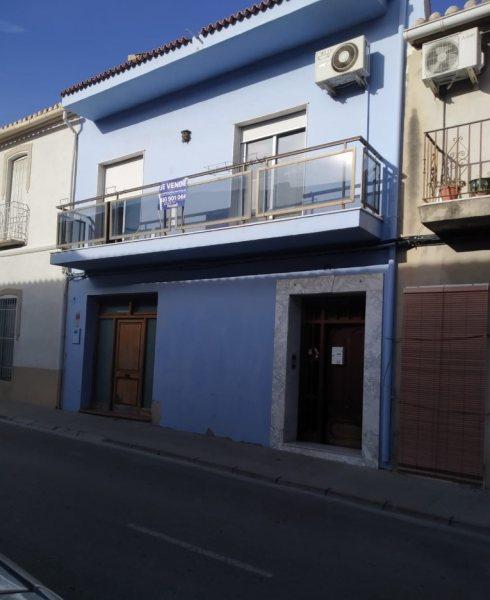TH12 Casa de pueblo en venta de 4 dormitorios y terrazas en Sanet i negrals - Foto